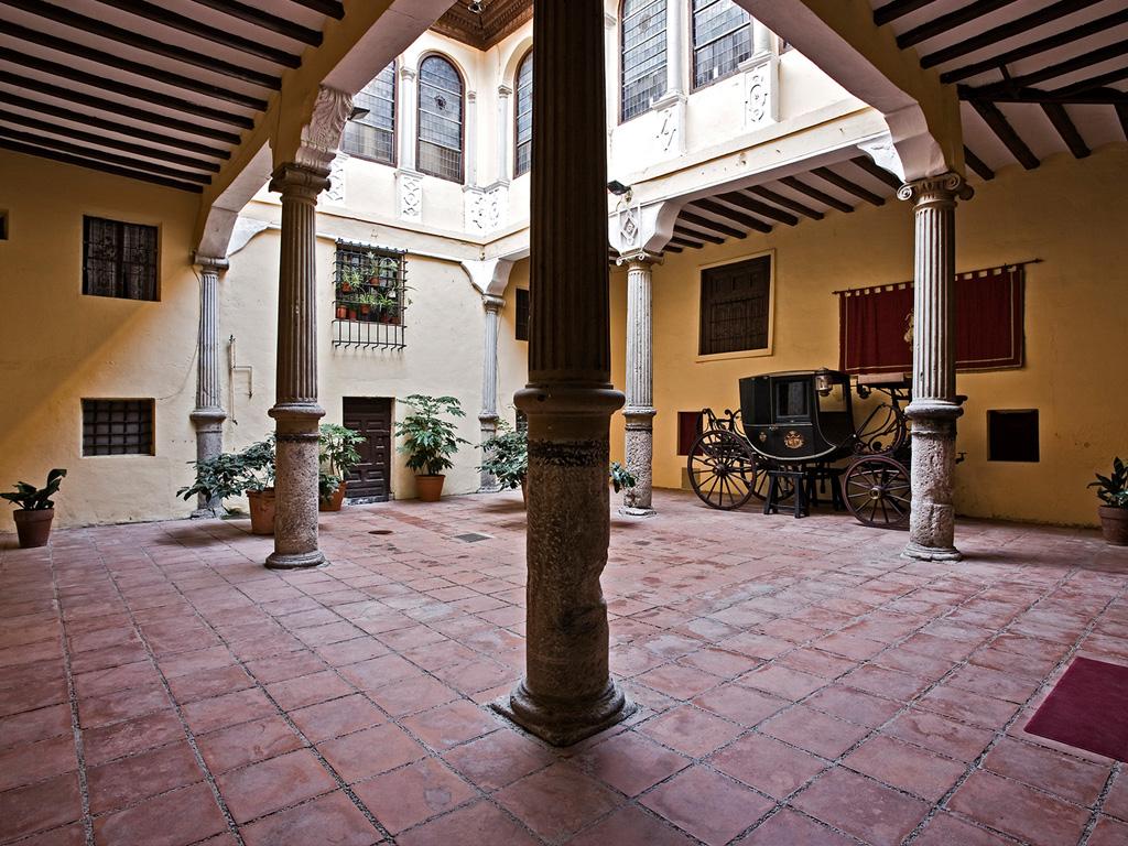 Palacio de Donlope-Patio