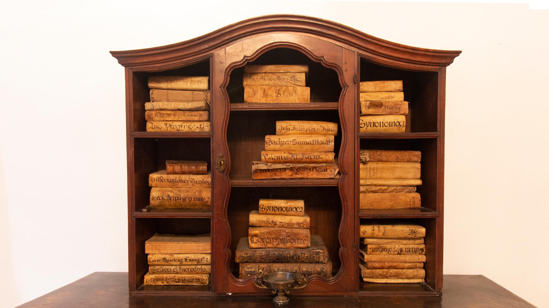 RMCZ despacho donlope 5 libros antiguos