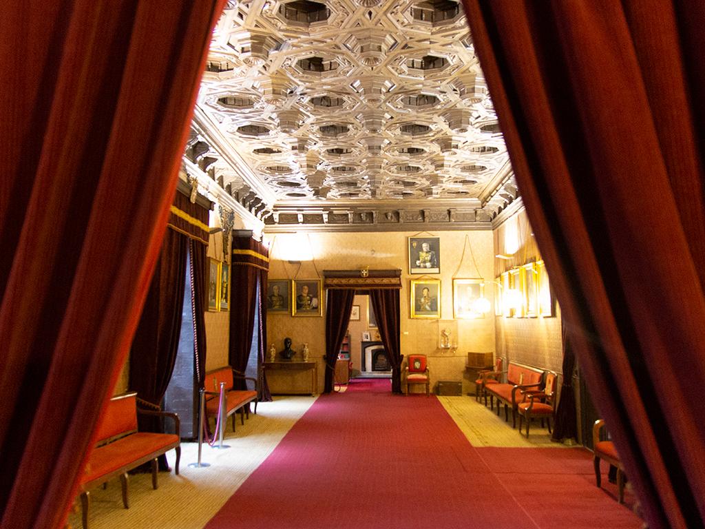 Palacio de Donlope-salón retratos